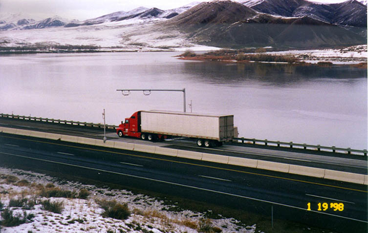 Photo of a commercial truck at the Farewell Bend scale pre-clearance site.