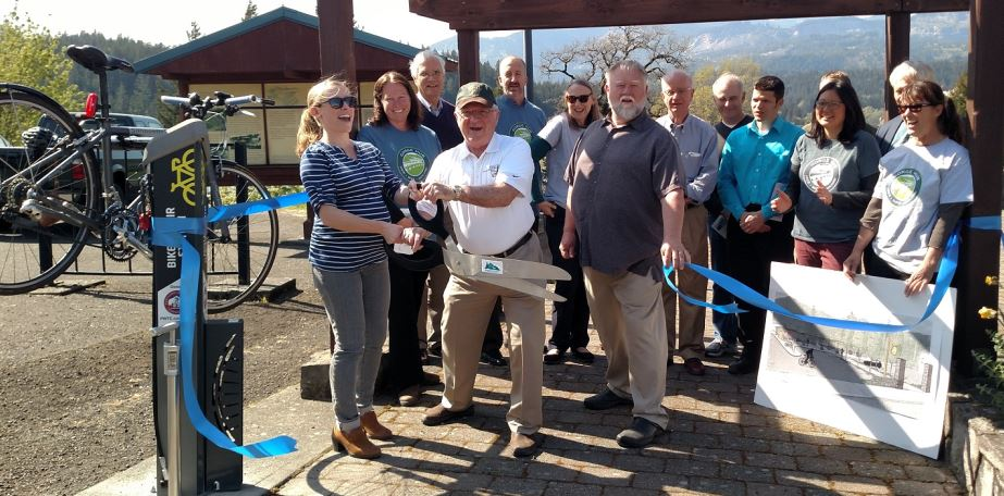 Cascade Locks ribbon cutting ceremony