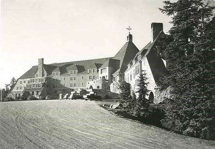 Black/White photo of the Timberline Lodge