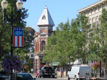 Street view of historic downtown Independence