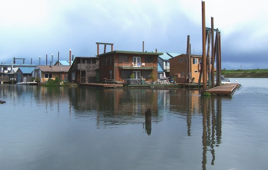 Floating homes at the Scappoose Bay Community